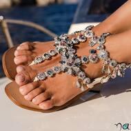 Scegli di brillare indossando la nostra cavigliera Cameron. ✨   Possibile personalizzarla in tutti i colori 😍  #style#fashion#design#moda#italy#sandali#crystals#positano#capri#amalficoast