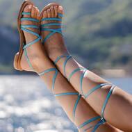 Design ricercato e materiali pregiati.   I nostri sandali sono personalizzabili scegliendo tipo di pelle,colore, tacco e molto altro. 💙  #design#leather#tuscany#florence#italy#positano#italy#madeinitaly#custom#handmade#fashion#summer#goodvibes#summervibes