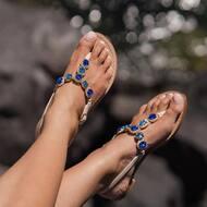 Take a closer look at our Elsa style !✨ 💙   Discover more on  WWW.NANAPOSITANO.IT  #handmade#luxury#madeinitaly#italy#amalficoast#positano#sandals#custom#boutique#nanàpositano