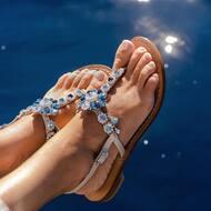 Flora style con cristalli di colore blu Montana, Aquamarine  e Crystal 💙  Discover more on  WWW.NANAPOSITANO.IT   #sea#crystals#handmade#madeinitaly#positano#amalficoast#fashionstyle#designer#italianstyle#custom#italy🇮🇹
