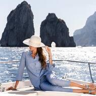 Sotto il cielo di Capri 💙   Discover more on  WWW.NANAPOSITANO.IT  #capri#positano#italy#madeinitaly#handmade#custom#crystals#boutique#nanapositano#faraglioni#amalficoast#sandals